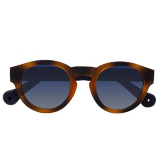 Front view of the Saguara sunglasses by Parafina with hazelnut frames, made with recycled plastic and tires.